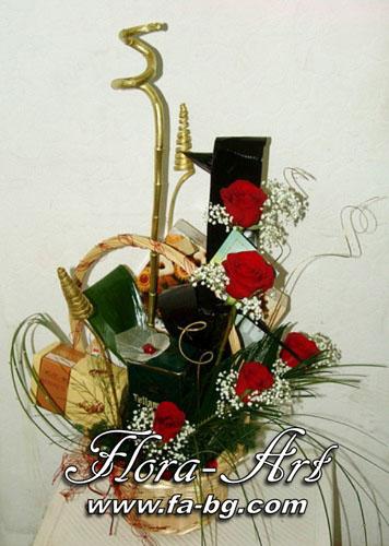 Кошница с цветя и подаръци за Рожден Ден от Flora-Art – Габрово