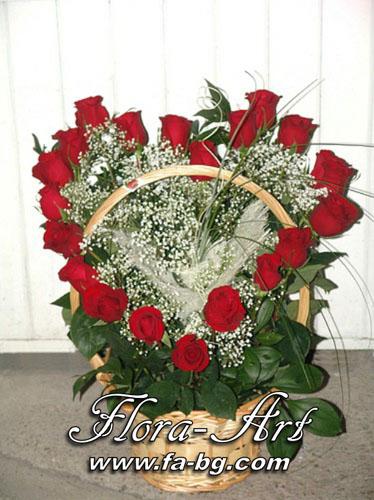 Кошница с рози - Честито Бебе – букети от Flora-Art – Габрово