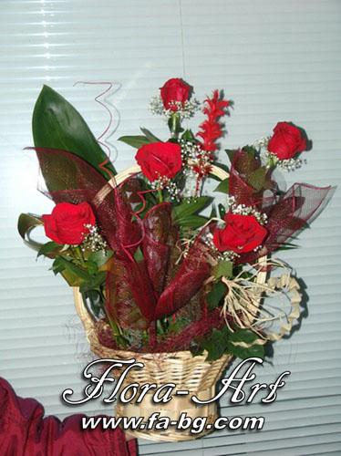 Кошница с рози за Рожден Ден от Flora-Art – Габрово